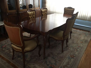 Dining table set, oak/chêne, 6 chairs buffet, armoire