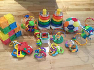 Gros lot de jouets de bébé - large collection of baby toys