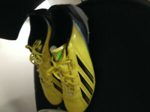 ALMOST NEW ADIDAS SOCCER SHOES SIZE 9 WITH SHIN PADS