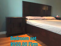 **PRICE REDUCTION - SOLID WOOD 5 PIECE KING BEDROOM SET**
