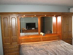 PRiCE REDUCED-Solid Oak Heirloom King Size Bdrm