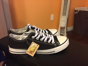 Brand new low-top converse!!