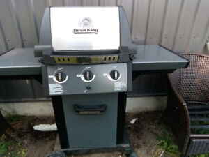 Broil king bbq with heavy duty cover, tank and utensils