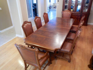 Stanley Furniture Heirloom Cherry Dining Room Set