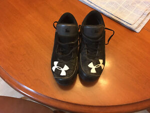 Under Armour Youth Baseball Cleats - Size 4