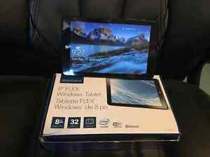 Insygnia Flex 8 Windows Tablet