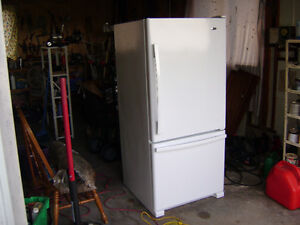 AMANA REFRIGERATOR BOTTOM FREEZER