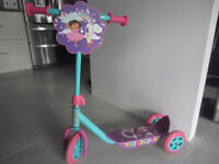 Trottinette Dora L'exploratrice/ 3 Wheel Scooter