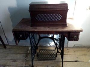 Antiquité! Machine à coudre de marque Singer circa 1881