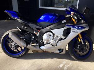 2015 Yamaha YZF-R1, Low km's, OEM adds!