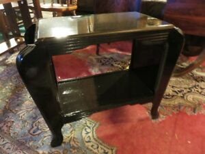 BLACK PAINTED SIDE MAGAZINE TABLE GREAT CONDITION ASKING $65 OR