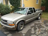 Chevy S10 2001 pick up truck
