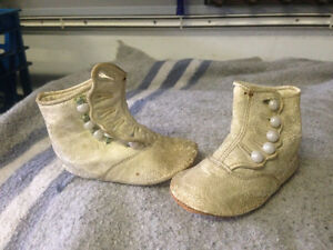 ANTIQUE WHITE LEATHER BABY SHOES SO-CORR 2E 4507 -PARKER PICKERS
