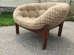 COLLECTOR'S PIECE!  R. Huber & Co. Tufted Teak Frame Club Chair