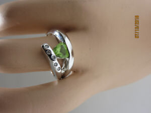14KT WHITE GOLD, PERIDOT LADIES RING FOR SALE