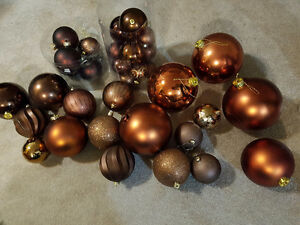 Beautiful Christmas decorations! Brown and gold! London Ontario image 3