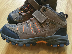 Raft River waterproof leather youth hikers - NWOT