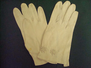 Two sets of leather gloves, good condition
