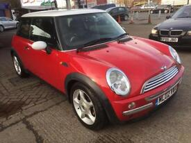 Mini Mini 1.6 ( Chili ) Cooper red with white roof and mirrors