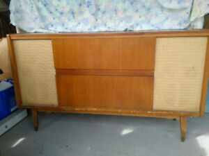 Vintage 1960's Teak Console Stereo (Isabella by Nordmende)