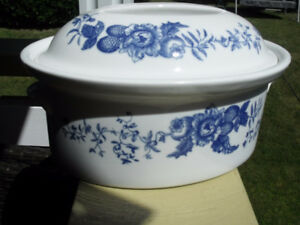 Vintage Casserole Dishes w/ butterfly top covers (Hidden Gems)