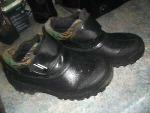 Short army water boots size 4