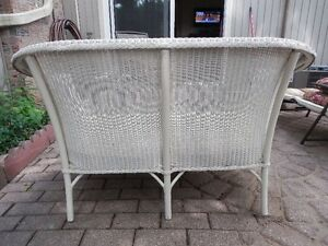 ANTIQUE WHITE WICKER SOFA SETTEE Kitchener / Waterloo Kitchener Area image 3