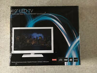 "White 19"" M&S LED TV with USB, HDMI & integrated DVD player and freeview BOXED"
