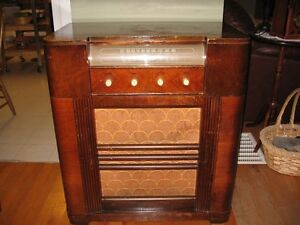 Vintage Tube Radio / Cabinet Record Player