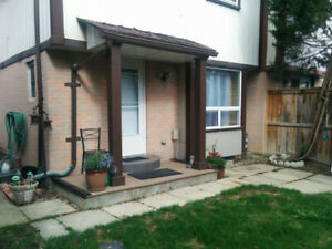 RENT HOUSE *JUNE 1ST*3BDR**   **BATHURST/WELDRICK***
