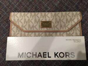 MICHAEL KORS White Case For 11 inch Macbook/Laptop - Pretty NEW