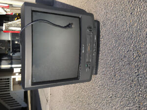 """Free Sony TV and VCR Combo 22"""""""