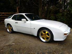 Porsche 944 Alpine white