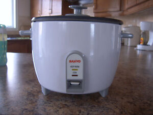 New without Box Sanyo 10-Cup Rice Cooker