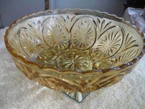 BEAUTIFUL ROUND VINTAGE WAVY-EDGED AMBER GLASS FRUIT BOWL