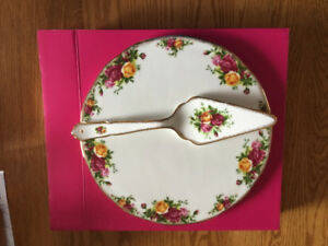 "Royal Albert ""Old Country Roses"" Cake Platter with Server"