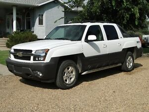2005 Chevrolet Avalanche Black SUV, Crossover