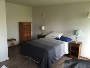 Large room for rent available 01 April 17