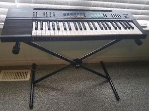 Yamaha PSR-16 keyboard with stand
