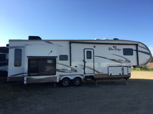2015 Forest River Blue Ridge 3125  King Bedroom fifth wheel RV