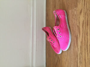 NEW - Women's Keds shoes/souliers (size 8)