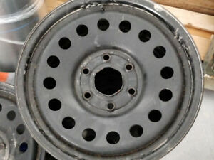 Jantes acier GM 17po. à vendre/GM 17in. steel rims for sale