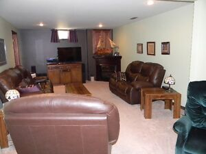 Beautiful Goderich 4 Bedroom 3 Bathroom Home Large Family Room Stratford Kitchener Area image 8