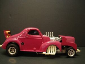 """VINTAGE 1972 AURORA """"IMPOSTERS"""" WIND-UP WILLYS COUPE"""