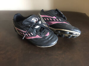Girls pink soccer shoes