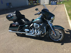 15 CVO Ultra Limmited 110 only 8500 kms Super Tuner Pipes