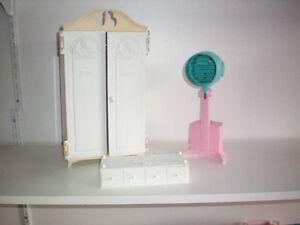 Lot 3 Anciens Items : Séchoir   Barbie 1965 Susy Goose