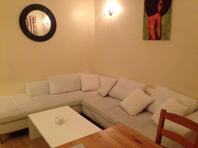 Seeking female roomate for friendly home in West London - East Acton