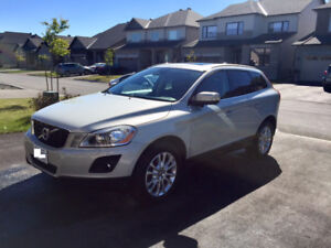 2010 Volvo XC60 T6 AWD SUV- MINT CONDITION!