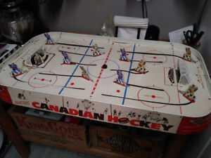 Cool Retro! Munro Canadian Vintage 1961 Table Hockey Game